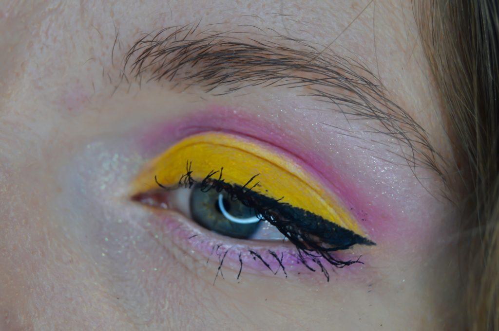 farebné očné tiene
